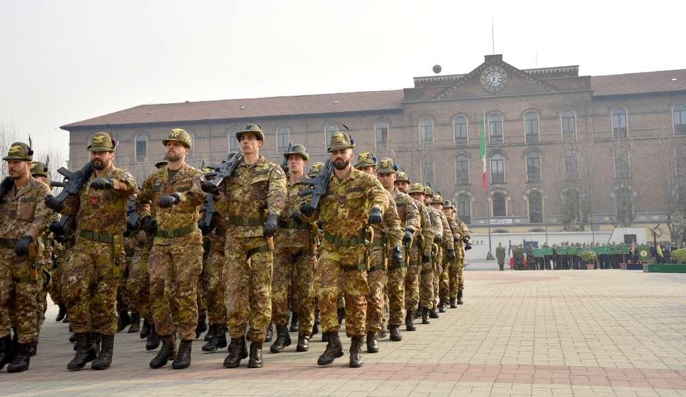 Militari in marcia