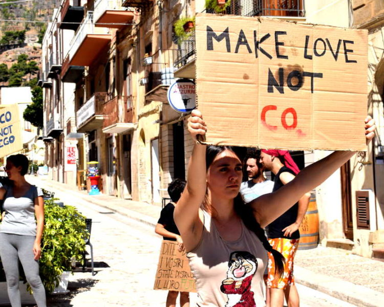 Dopo il blitz contro Banca Intesa: Extiction Rebellion propone un'Assemblea