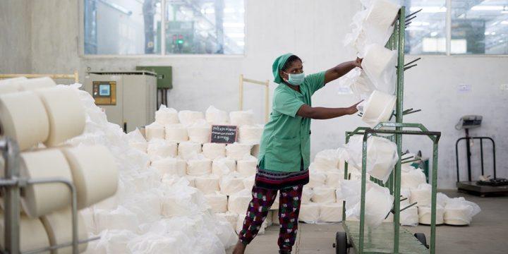Lavoratrice tessile indiana ©  Stefanne Prijot