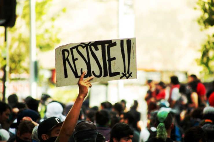 Resiste-proteste-popolari-in-Cile.