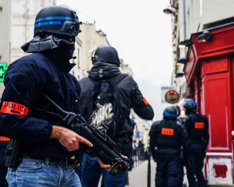 polizia-francia-spara-lbd