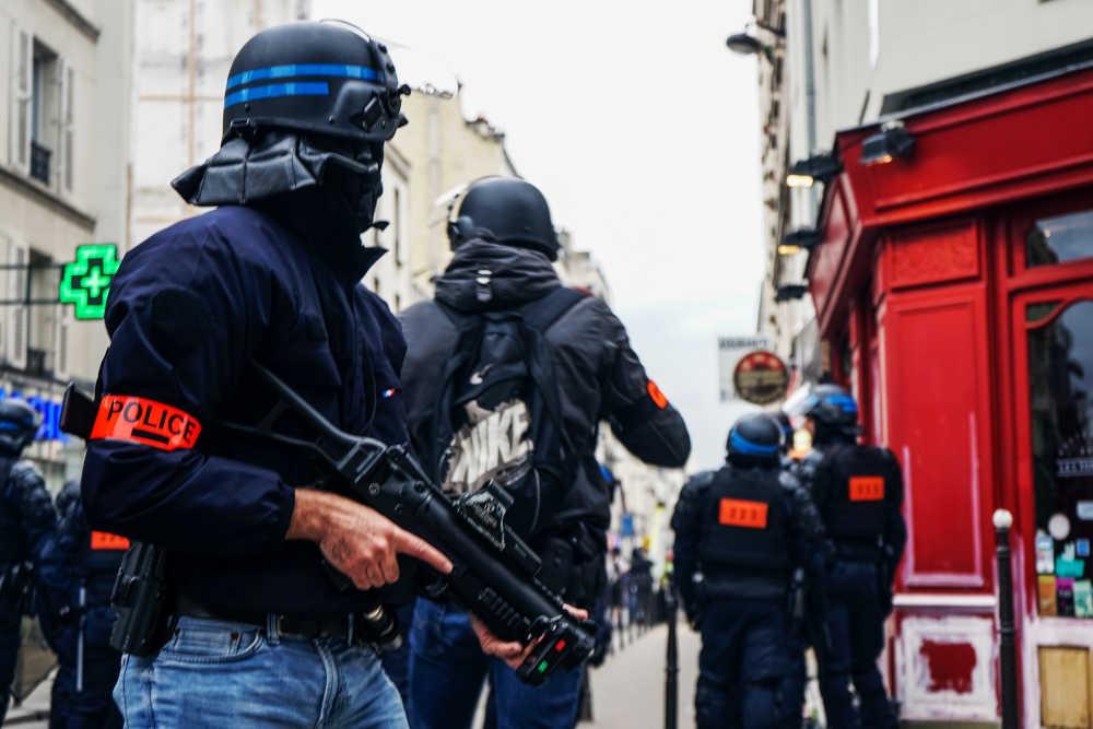 polizia francese usa LBD