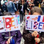 Cortei_Parigi_Liberte